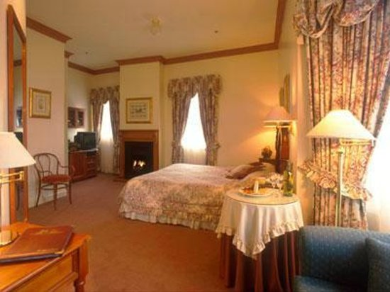 Hotel Mountain Heritage - Blue Mountains : Luxury room with gas log fires & all mod cons
