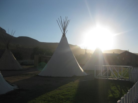 Grand Canyon Western Ranch: Morning view of the tipis