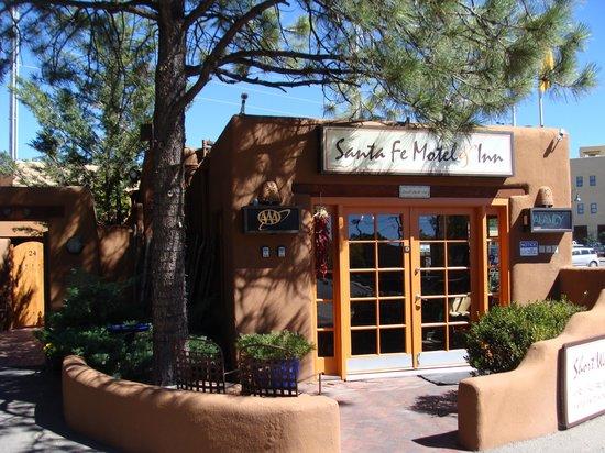 Santa Fe Motel & Inn: Front of the Motel