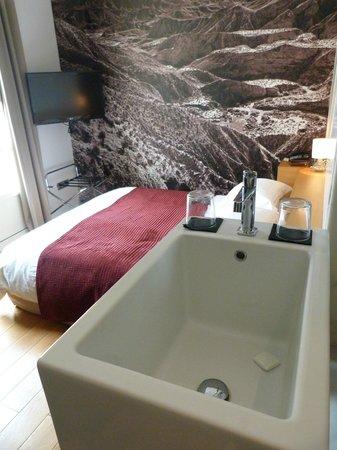 Aire Hotel & Ancient Baths: Habitación luminosa