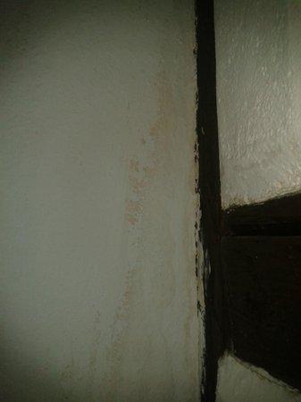 Ritter Hotel: Feuchte Wände im Schlafzimmer