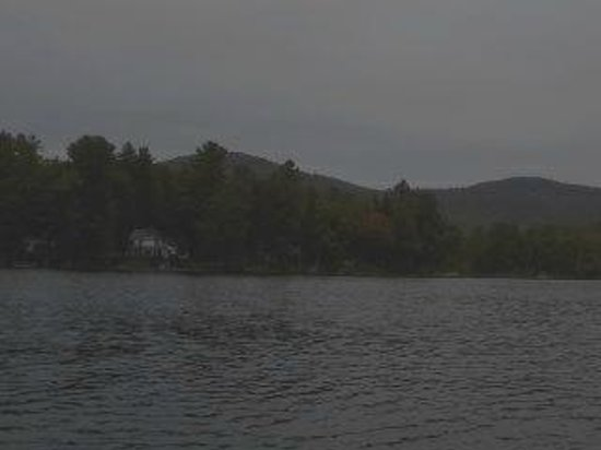 Glenmoore Lakeside Cottages and Lodge: Glenmoore Lodge from the middle of Glen Lake.