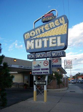 Monterey Non-Smokers Motel: Entrance sign showing Central Avenue