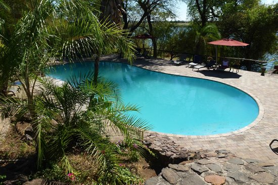 Cresta Mowana Safari Resort and Spa : picina grande