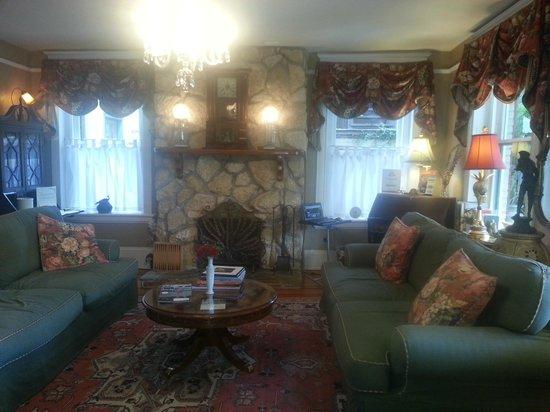 Inn On Charlotte: Living room