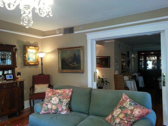 Inn On Charlotte: Downstairs Living Room