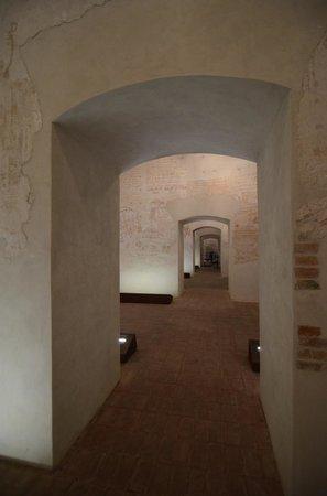 Palazzo Steri - Chiaramonte - Carcere dei penitenziati: corridoio tra celle