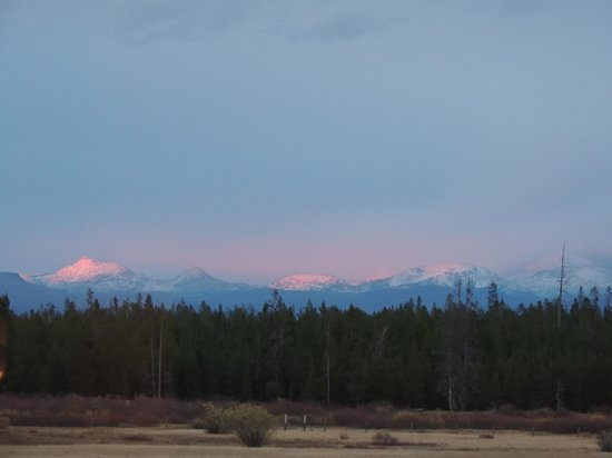Bar N Ranch Restaurant: Sunlit Peaks in Yellowstone, a Dessert for the Eyes