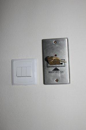 Nestor Hotel: ключ и спец.отверстие для него..без него электричества в номере нет!