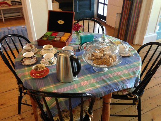 Five Gables Inn: It's 3:30, time for homemade cookies!