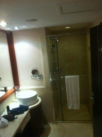 Daysun Park Hotel: clean bath