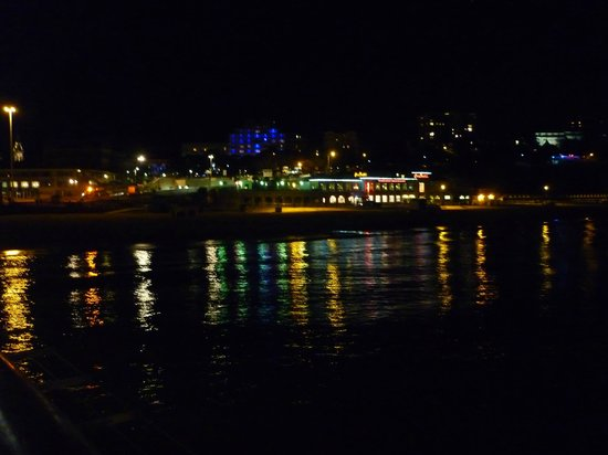 Hotel Collingwood: view from the pier by night