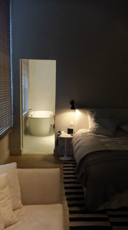 Hotel Julien: Experience room & bathroom