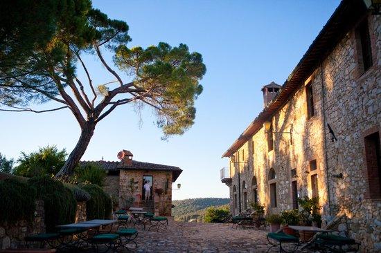 Borgo Il Poggiaccio: The main walkway