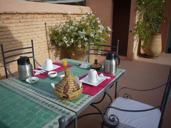 Riad Lalla Bahia : テラスで朝食