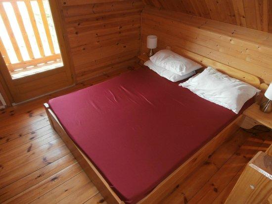 La Croix du Vieux Pont: bedroom
