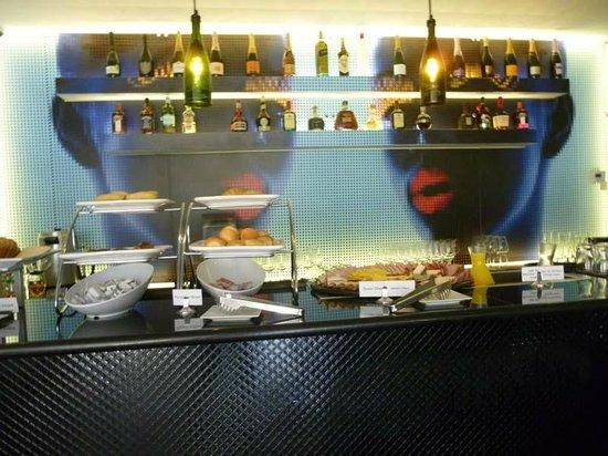 Riande Granada Urban Hotel: Breakfast buffet