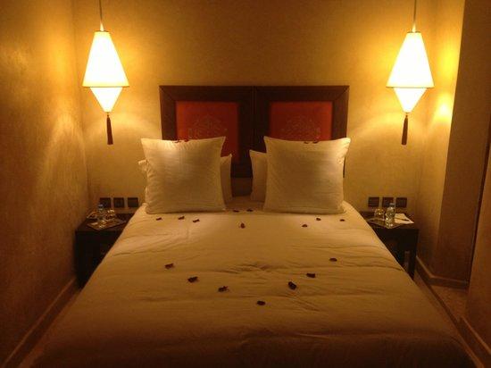 Riad Pourpre Medina: Un lit d'amour