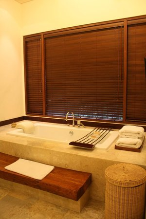Vimala Wedding Pavilion & Villas: Bathtub