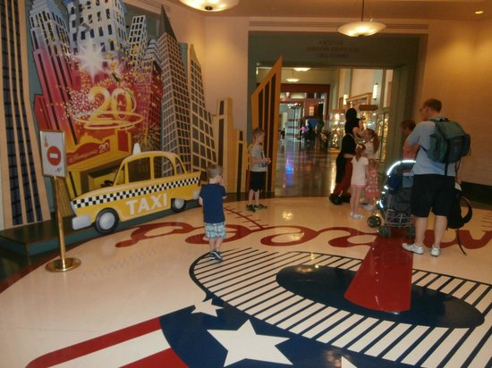 Disney's Hotel New York : morning meets with stars
