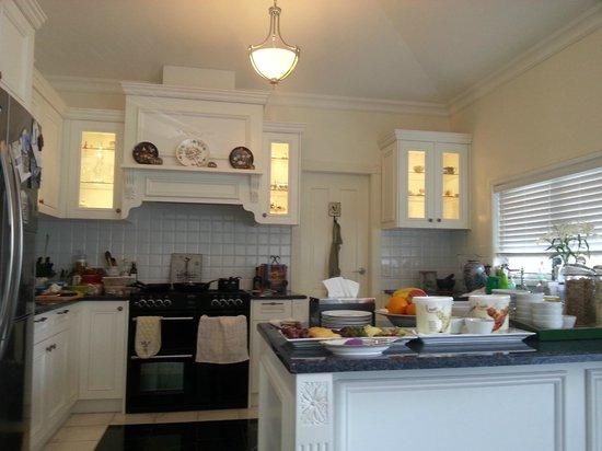 Katoomba Manor: Kitchen area