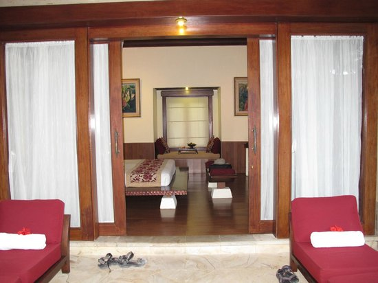 Arma Museum & Resort : double doors opening to our room