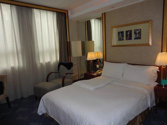 Mercure Xian on Renmin Square: Room