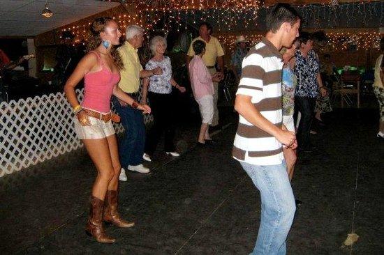 Blue Ridge Lodge & RV Park: Line dancing