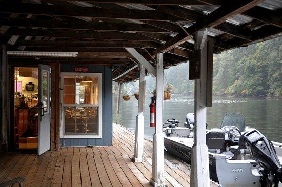 Jamie's Dockside Diner at Taylor's Landing: Jamie's Dockside Diner, open for breakfast