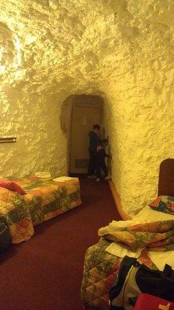 White Cliffs Underground Motel: Family room