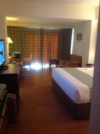 Kuta Paradiso Hotel: Entering the room