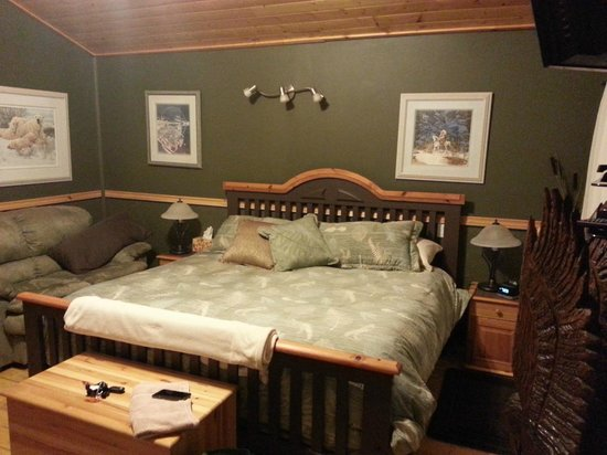 Rising Moon B&B: Eagle Nest Bed