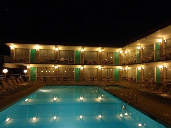 Panoramic Motel Apts: Pool at night