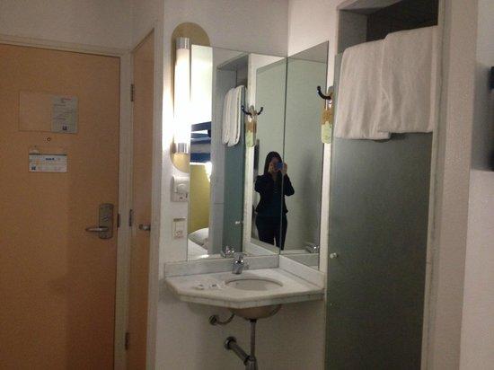 Hotel ibis budget Rio de Janeiro Centro: Pia e box chuveiro
