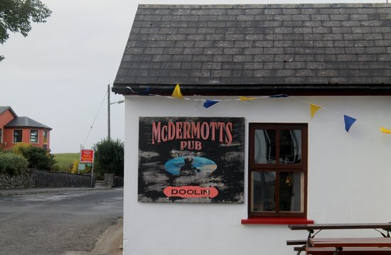 McDermott's Pub: another view of the building from the side