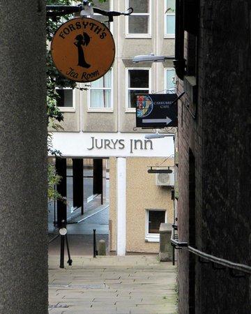 Jurys Inn Edinburgh: view of hotel from Royal Mile