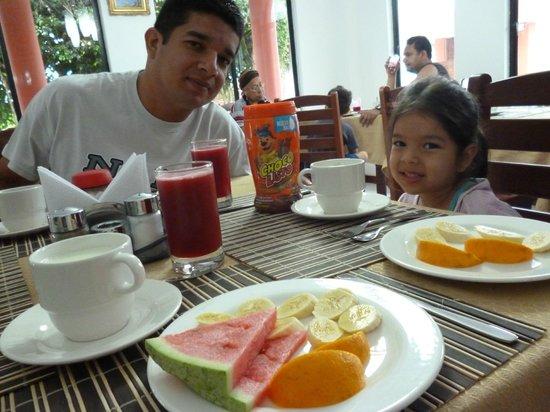 Hotel Deja Vu: Desayuno