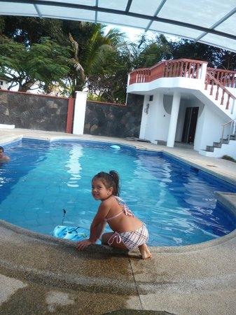 Hotel Deja Vu: Piscina