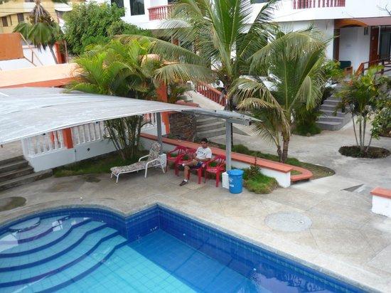 Hotel Deja Vu: En la Piscina