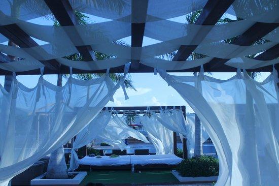 Hotel Playa Cayo Santa Maria: cabanas at the main pool