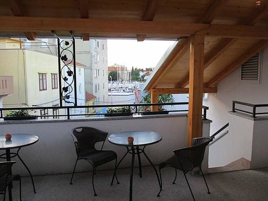 Apartments Marina: Shared balcony