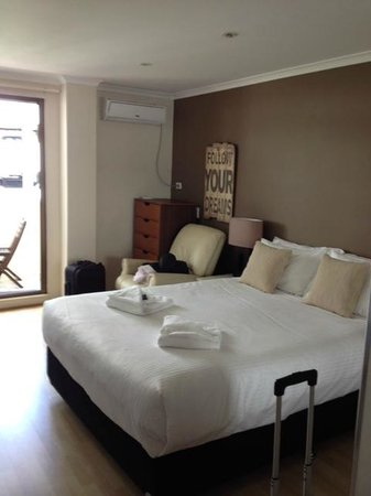 Waterside Holiday Apartments: Bed area