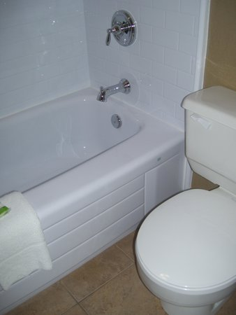 Maritime Inn Antigonish: Bathroom