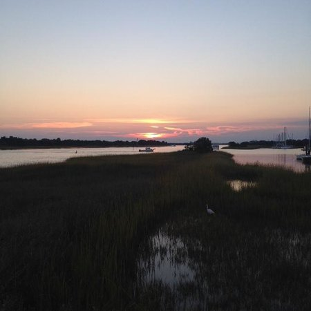 Robert Ruark Inn: Marsh dock Views