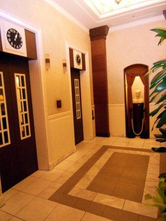 Hotel Monterey Lasoeur Ginza: エレベータ-ホール