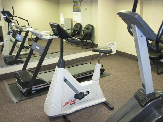 Comfort Inn West: exercise equipment