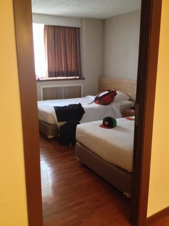 Bandara Suites Silom, Bangkok: My comfortable single bed room with my good friend!!
