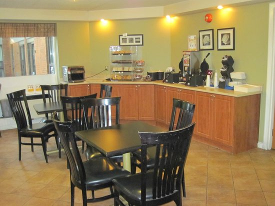 Comfort Inn West : breakfast area