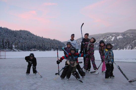 Otter Lake Cabins: Hockey on the lake