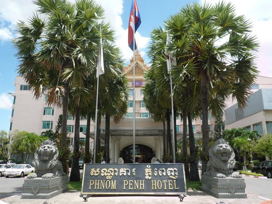 Phnom Penh Hotel: ライオンが迎えてくれるエントランス